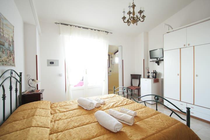 Camera matrimoniale con balcone,colazione compresa - Tropea - ที่พักพร้อมอาหารเช้า