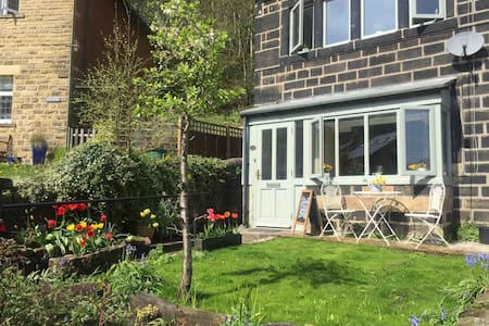 Calderside Cottage (2 BDR Central Hebden Bridge)