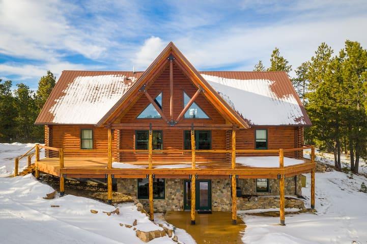 Kick Back and Relax - This Cabin Has It ALL!