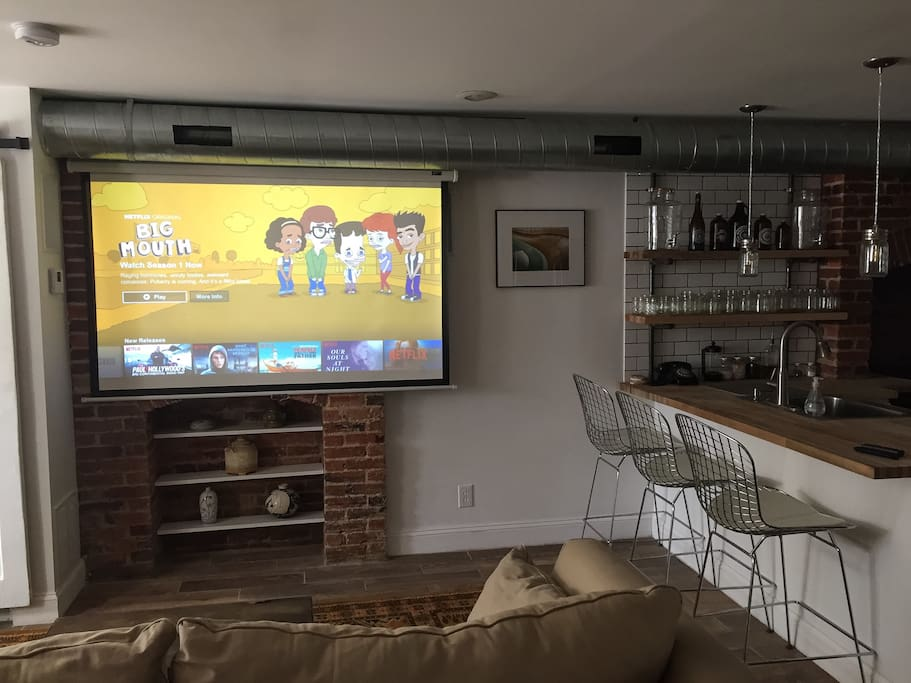 Projector with streaming television