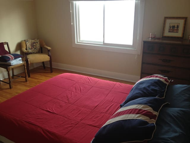 Cosy room in a cosy house in Thorold - Thorold