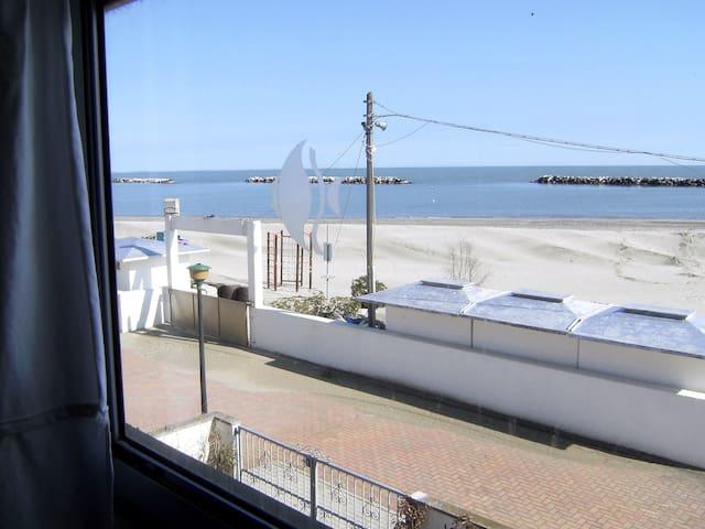 Villetta angolare fronte mare - Lido delle Nazioni - House