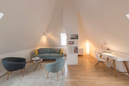 Ruhige Maisonette-Wohnung in Top-Lage - Regensburg - Apartament