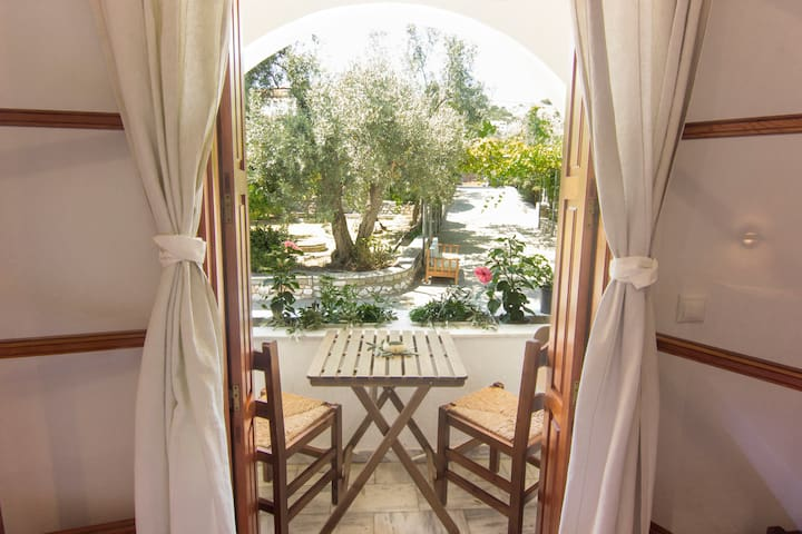 Naftilos Rooms Skiathos