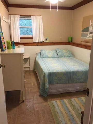Downstairs bedroom 2- Double