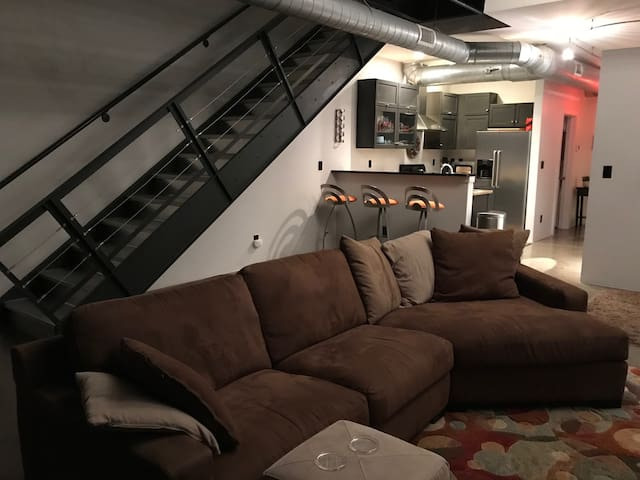 Top Rated: Downtown Modern Loft w/GATED PARKING