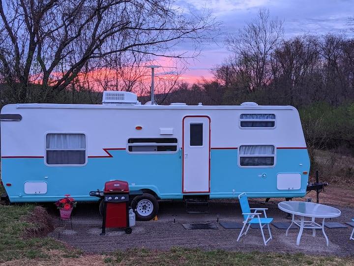 New Retro RV, king bed, rural near Harrisburg,