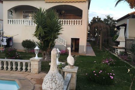 Belle villa vue mer montagne - El Vendrell - Casa