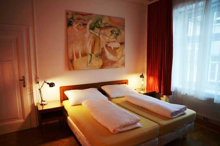 Large Suite close to Schönbrunn