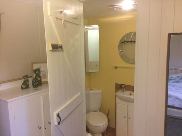 The second bedroom has an en-suite shower room.