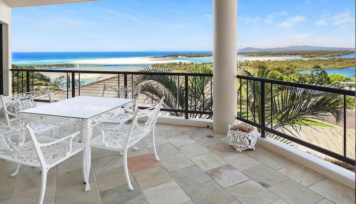 Breathtaking Nambucca river and ocean views