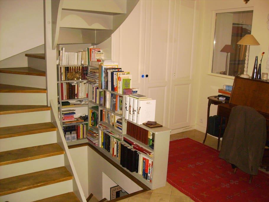 Escalier qui dessert les chambres du 1er et du 2ème étages ainsi que la mezzanine.