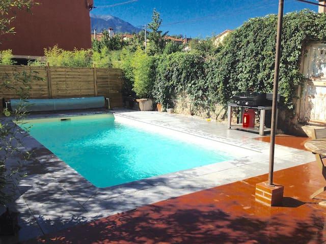 Maison de maître avec piscine, vue sur le Canigou. - Prades - Hus