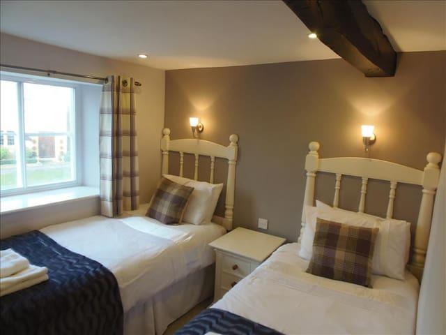 Twin Room (with en-suite)