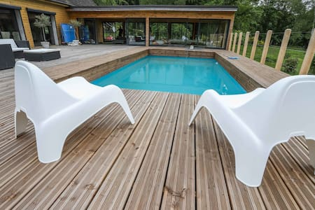 Cottage pleine nature, piscine, jacuzzi et tennis.
