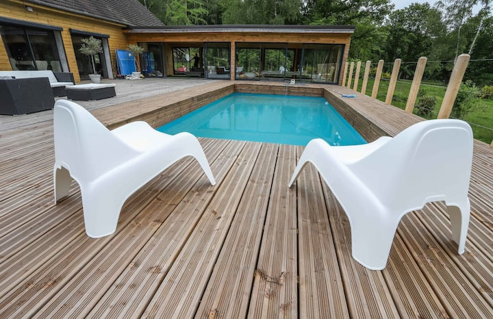 Cottage  nature, piscine, jacuzzi et tennis