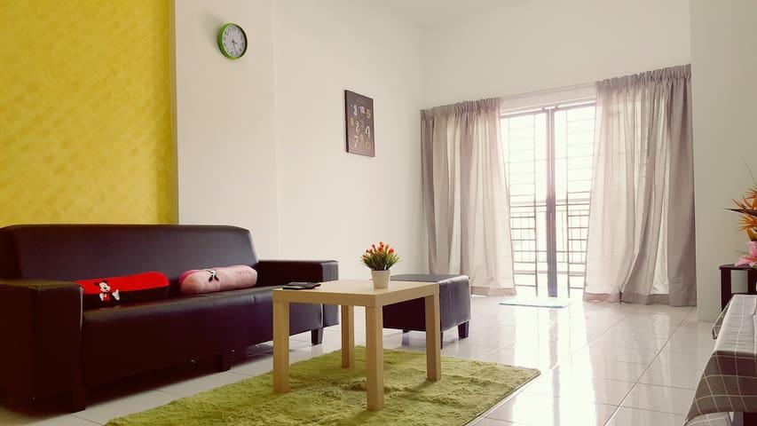 3BR2B COZY stay with WIFI @ Bdr Mahkota Cheras