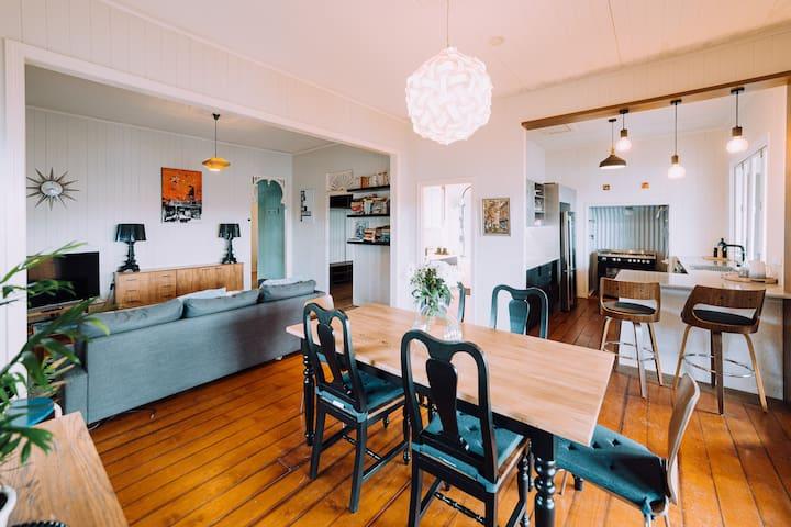Vale Cottage  Stylish Heritage InnerCity Sanctuary