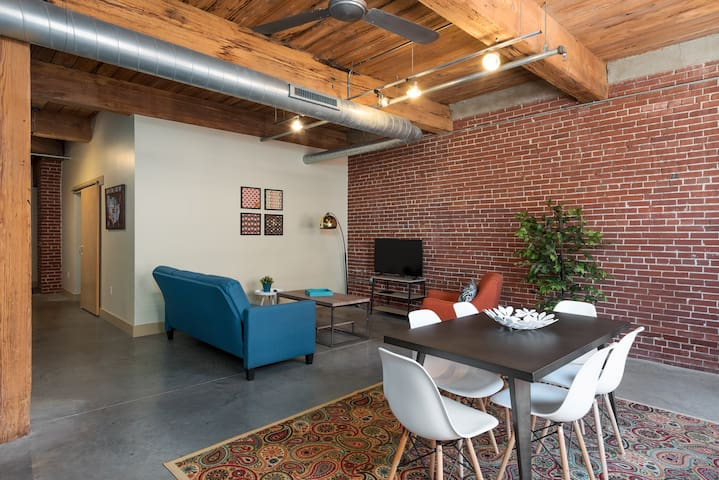 Spacious Urban Loft in Downtown STL