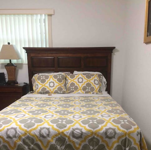 3 Miles from MIA Airport & Downtown. Free Parking!