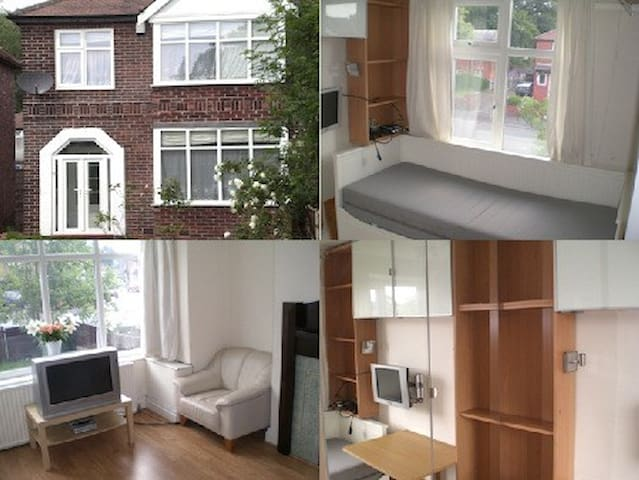 Cosy Compact Double/Single room with Desk - Manchester - Townhouse