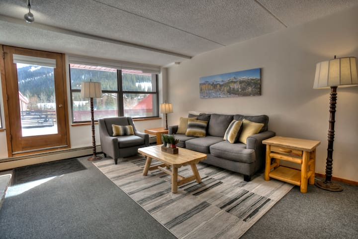 Easy Living In The Heart of Copper Mountain Resort