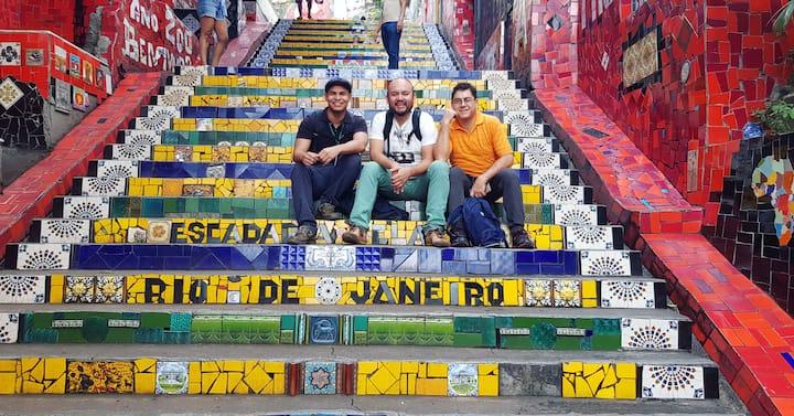 Los turistas haciendo el tour