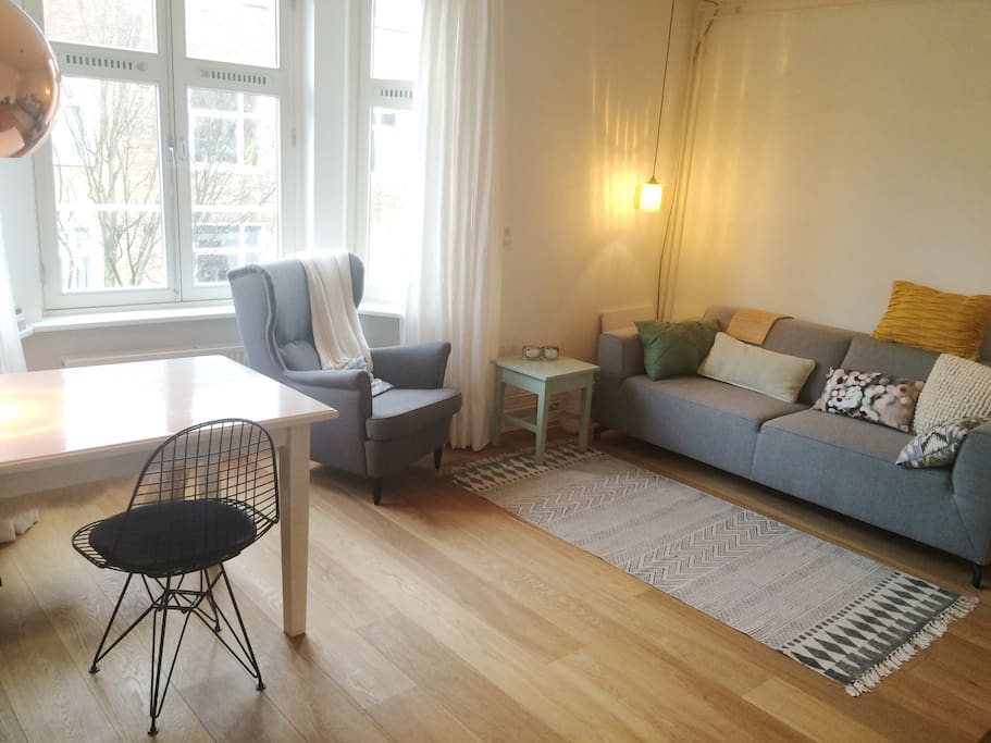 Livingroom with comfy couch and diningtable