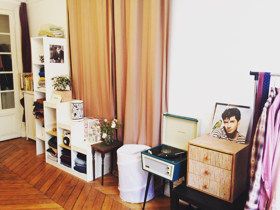 shelves : books, flowers, vinyles, clothes