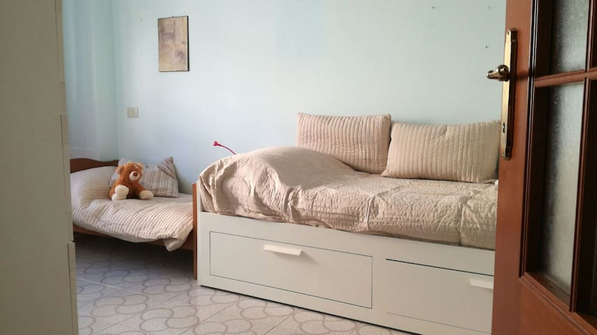 3 beds (2 beds + 1 bed for child)