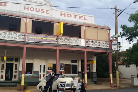 Club House Hotel Peak Hill room 9