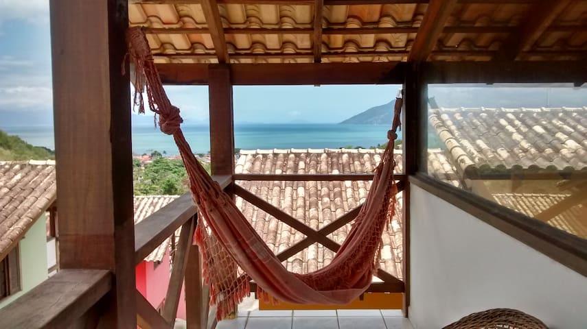 Sacada com linda vista /  Balcony with beautiful view