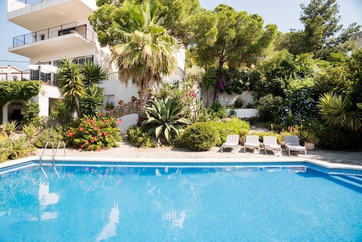 Spectacular Sea Views, Private Pool, Beautiful Large Villa.