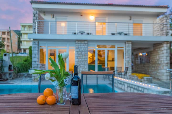 Five bedroom House, 200m from city center, seaside in Selce (Crikvenica), Outdoor pool