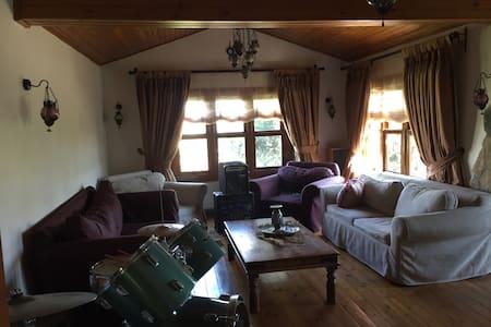 Dizi/Film icin kiralanir. Let's share my home ! :)