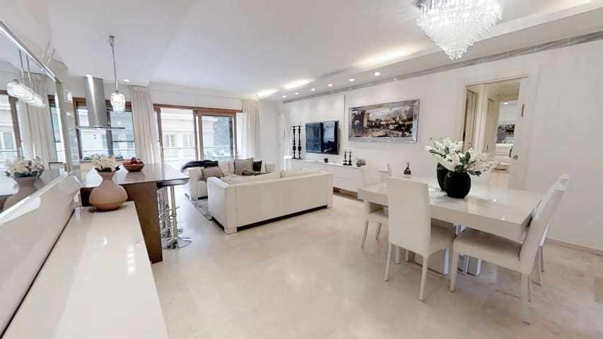 King David Residence Luxury 4 BD/Pool/Gym/Parking
