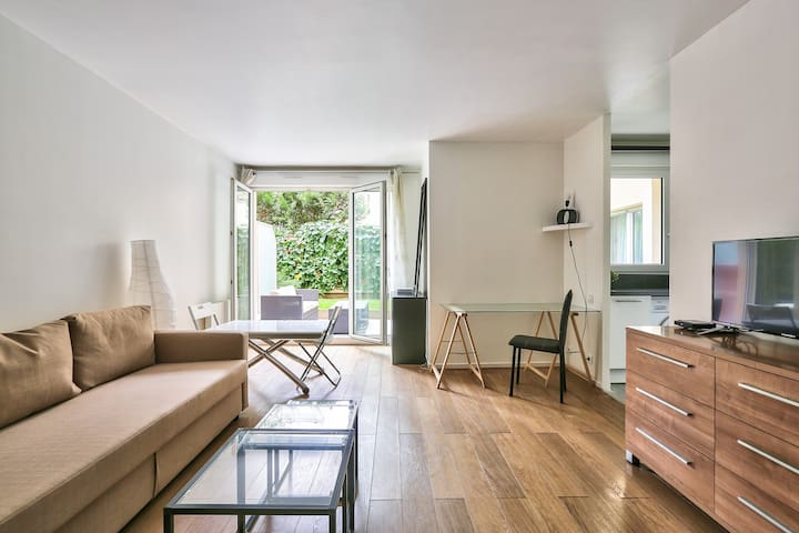Large Studio With Patio In Chic Parisian Suburb !