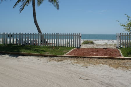 Summer Breeze- 7 day min. rentals - Upper Captiva - Hus