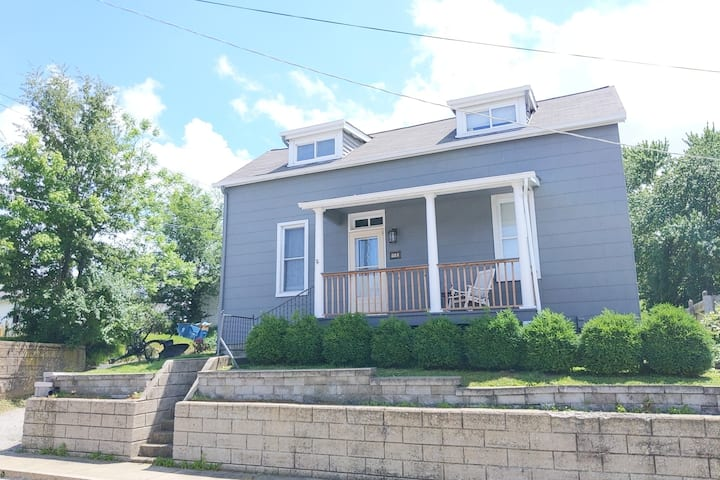 St.Charles Historic Bungalow near Main St. 4 bdrm