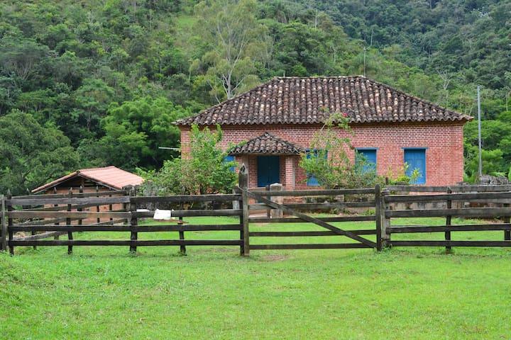 Casa de Fazenda na estrada para Ibiti.