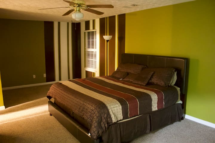 Spacious Home w/Hotel Quality.. Just visiting ATL