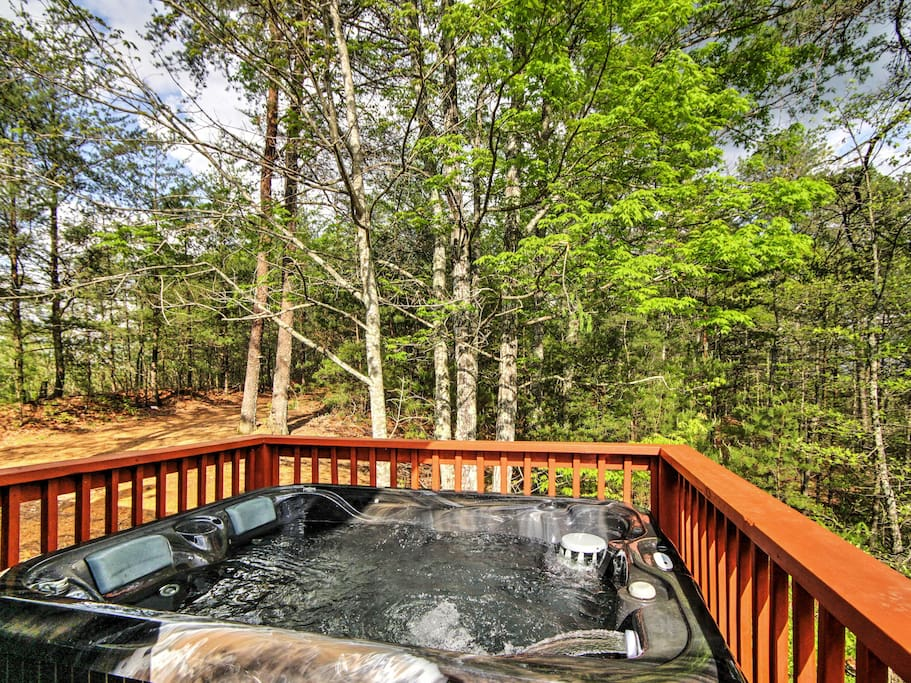 This authentic log wood cabin offers an unbeatable location, private hot tub and other amazing amenities.