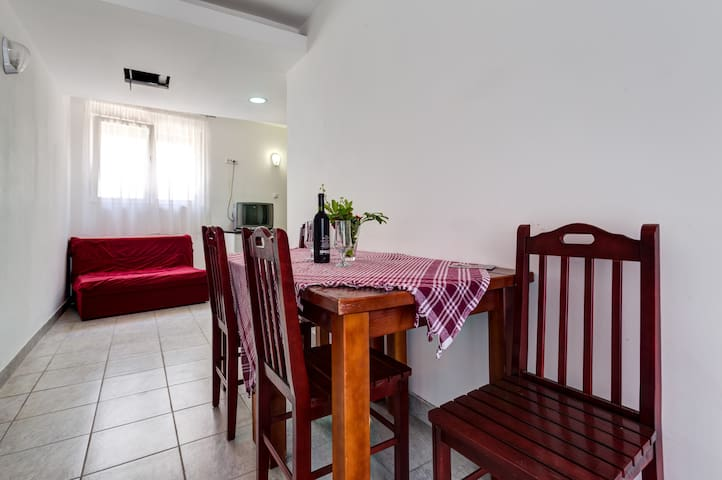 Two Bedroom Apartment For 5 Persons