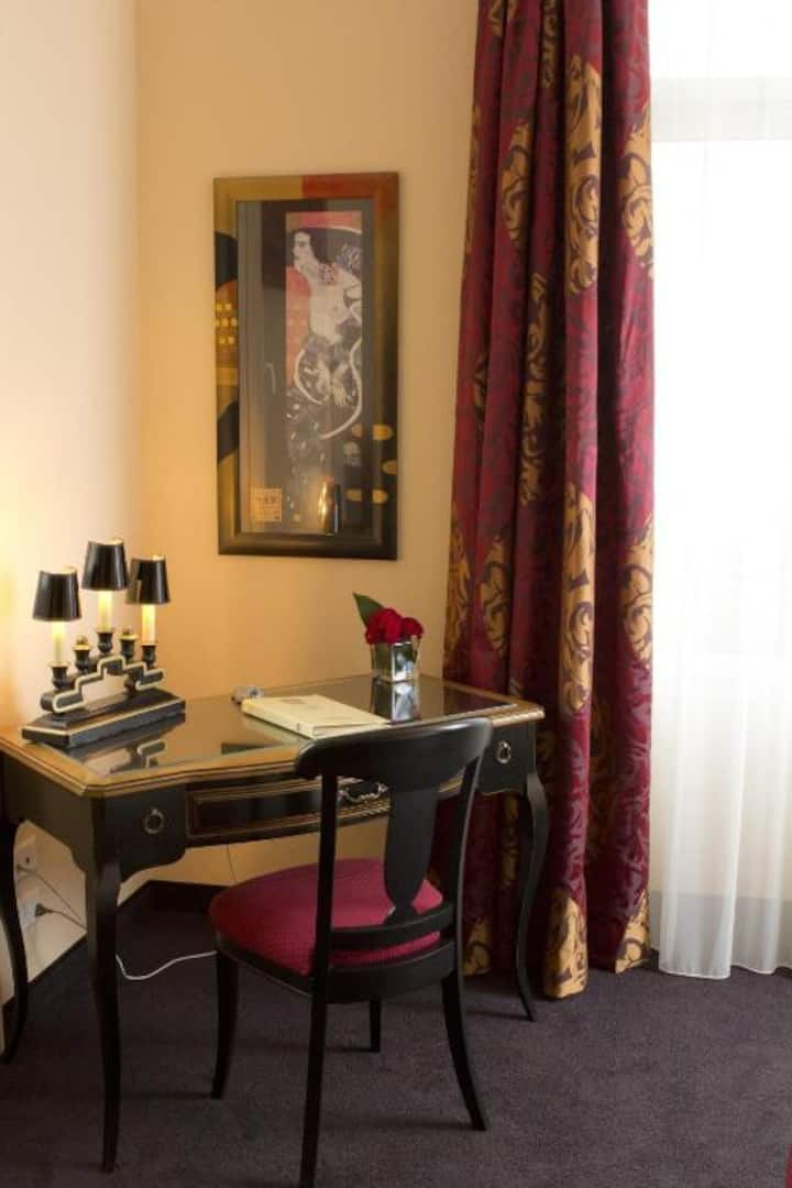 Enormous Junior Suite With Double Bed At Lausanne