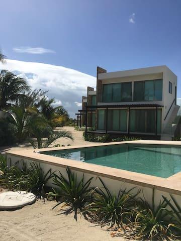 """Beach front Villas """"NeverL4nd"""". Casa Flamenco"""