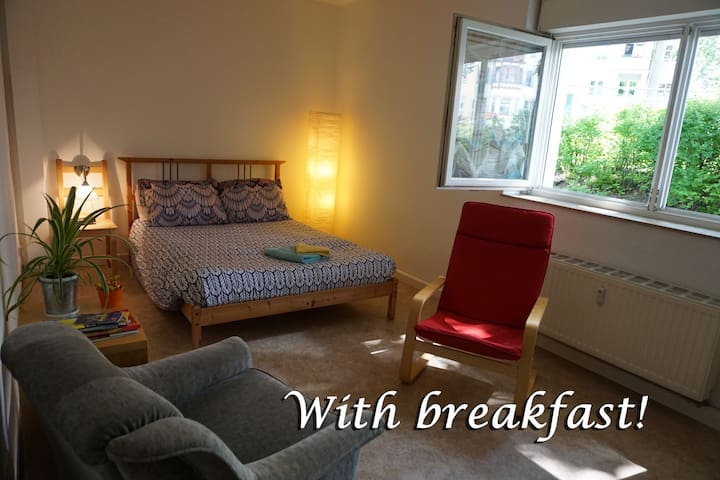Comfortable and well located room :)