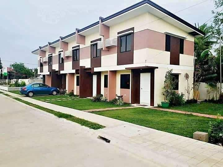 Spacious Entire Townhouse (or Rooms for Rent)!