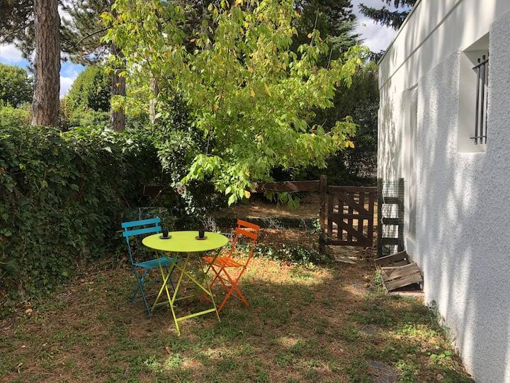 Chambre-studio privatif au calme proche Lyon