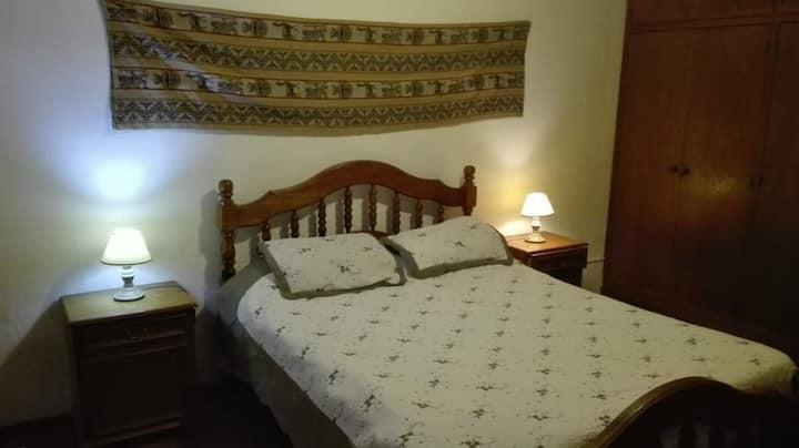 Habitación confortable para tres personas.