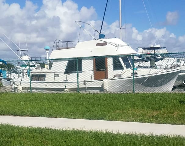 Entire Teak Filled Yacht in Ft. Lauderdale & Miami